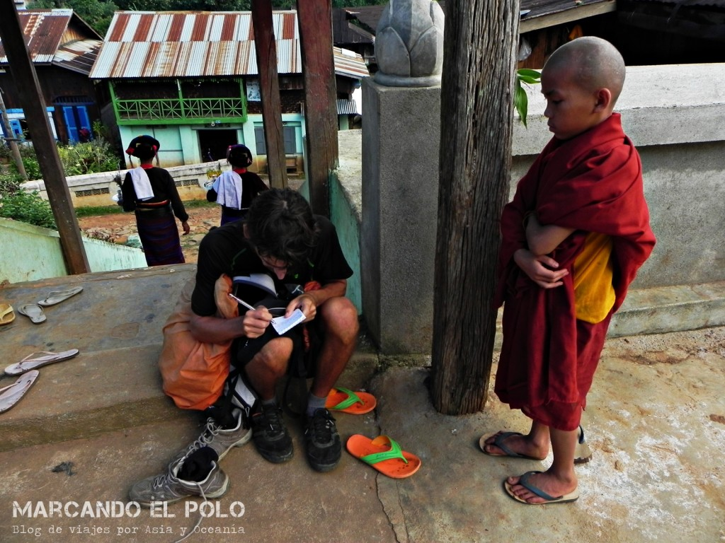 Budismo en Myanmar: novicio en Hsipaw