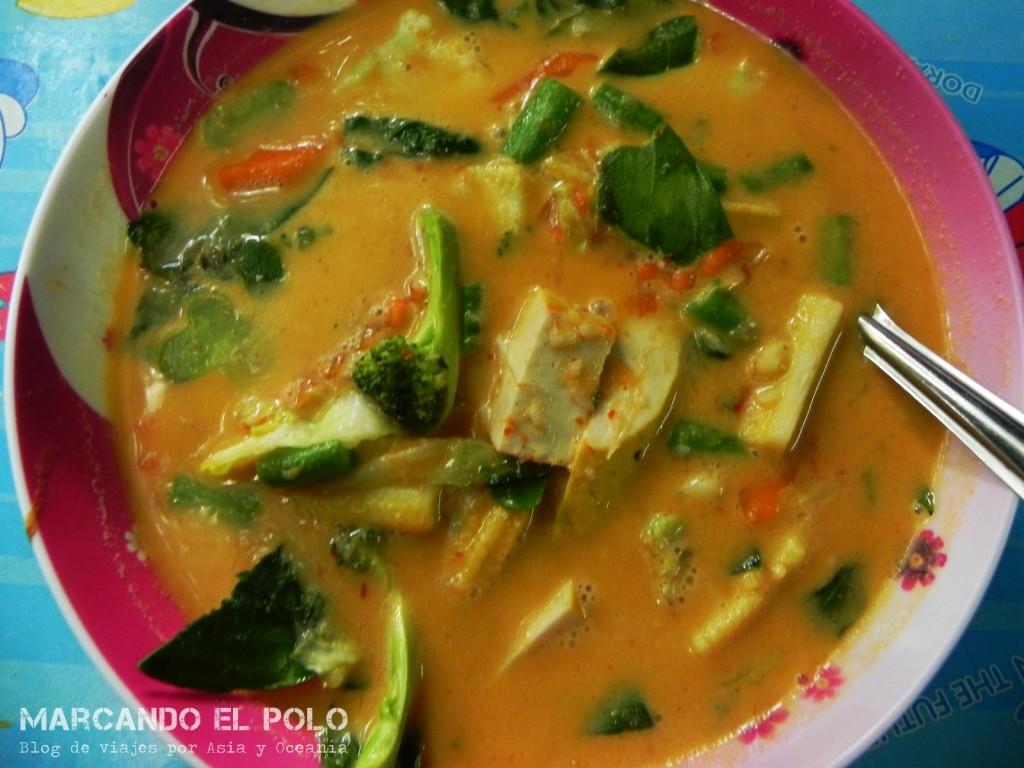 Siguiendo con las sopas, acá te acercamos el Red Curry. Un sabor muy particular... o te encanta o lo odiás.