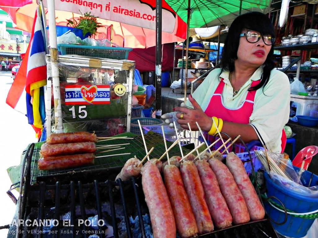 Los tailandeses tienen la obsesión de poner todo en palitos. ¿Alguien quiere salchichas?