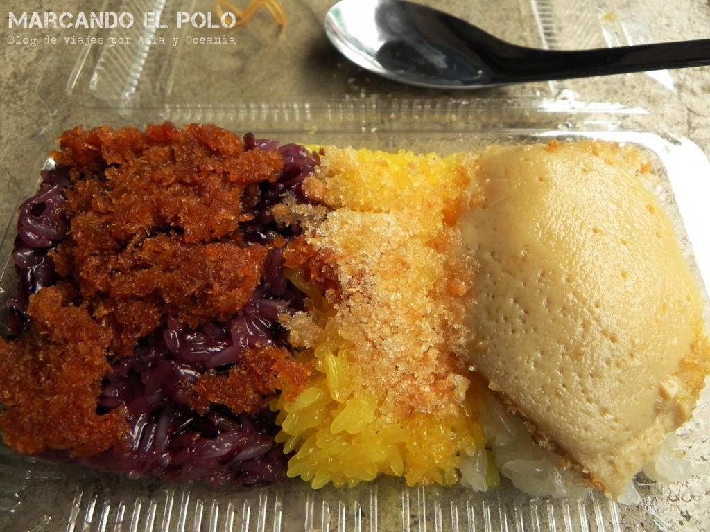 Para el desayuno, nada mejor que una combinación de sticky rice con una especie de flan... riquísimo!