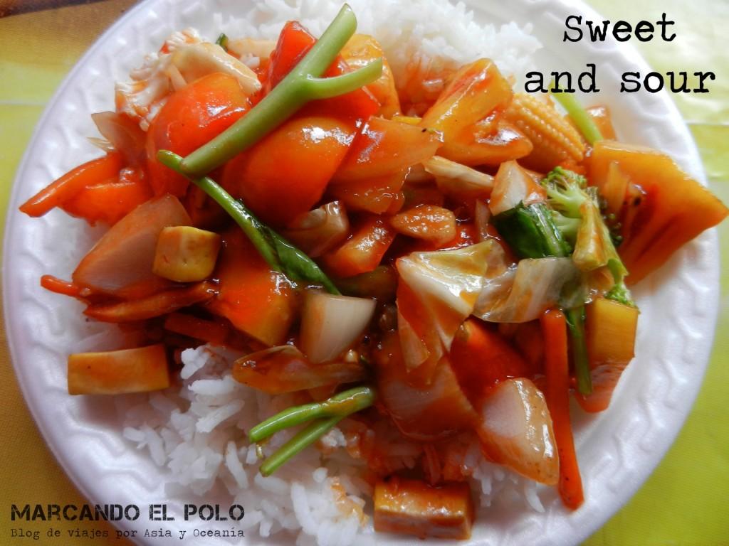 Ya te dijimos que a los tailandeses les gusta mezclar los sabores, ¿no? El agridulce es un clásico.
