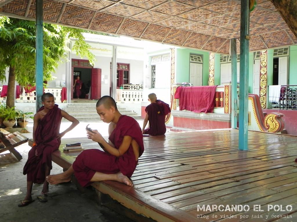 Tiempo libre en el monasterio, Mandalay