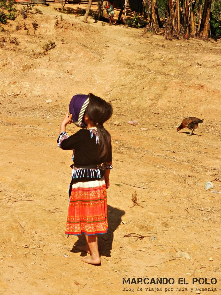 Nena hmong en Laos