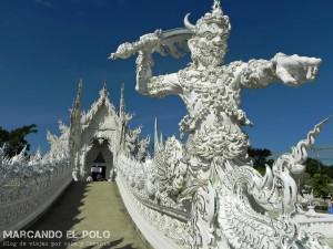 Itinerario viajar a Tailandia: entrada Templo Blanco, Chiang Rai
