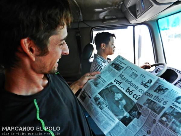 Viajando a dedo con Maradona y Dung, el camionero que nos llevó 330 km