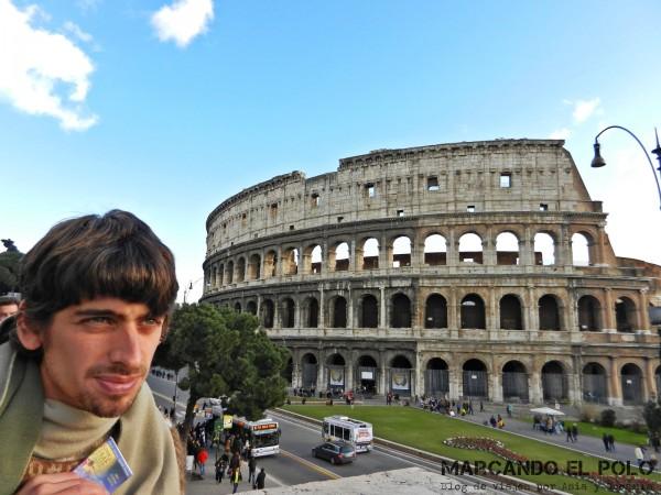 Con esta foto poniendo cara de George Clooney y el Coliseo de fondo, ¿alcanza para decir que estuve en Europa?