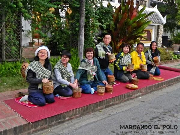 Viajar a Luang Prabang, Laos - peregrinación de monjes 6