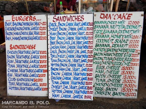 Presupuesto para viajar a Laos - menu comida callejera