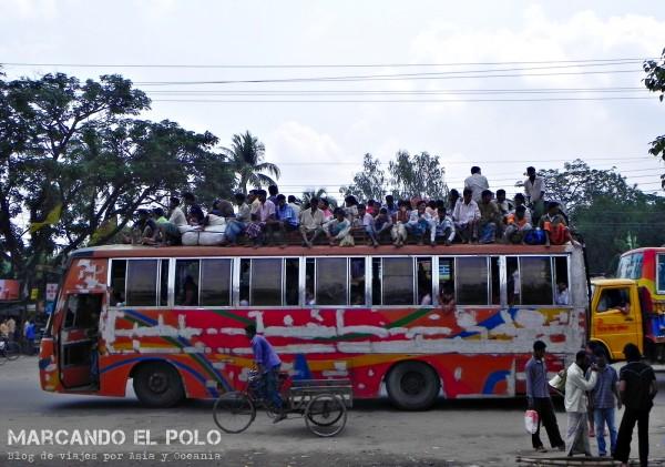 Viajar a Bangladesh - bus repleto