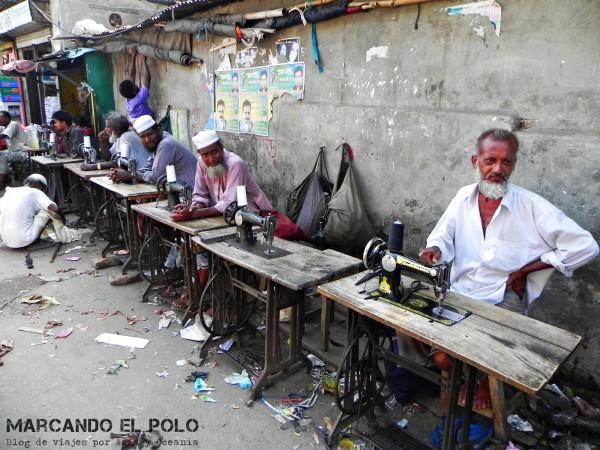 Viajar a Bangladesh - costureros callejeros en Daca