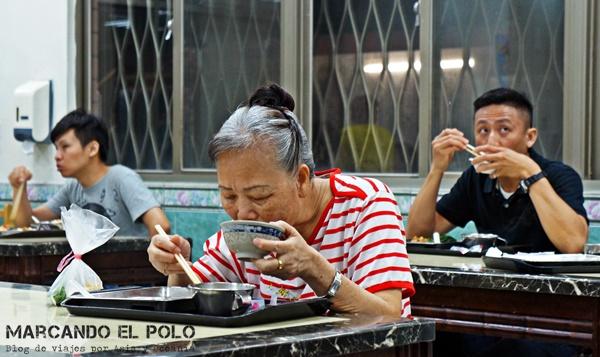 Comer con palitos - bol de arroz