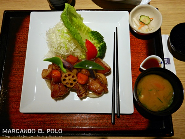 Comer con palitos - comida japonesa