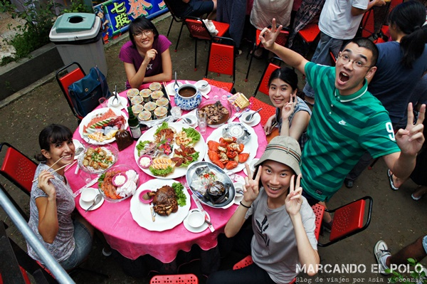 Comer con palitos - mesa festiva