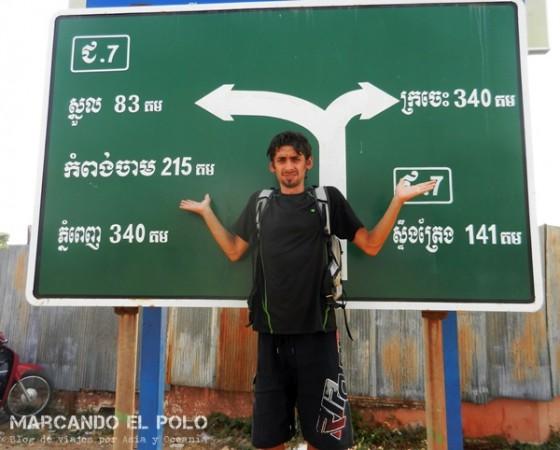 Viajar a dedo Camboya - cartel de ruta en jemer
