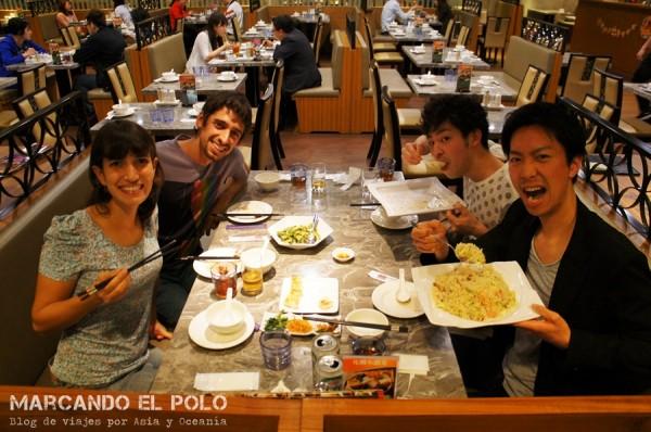 Cenando con nuestros compañeros de trabajo japoneses