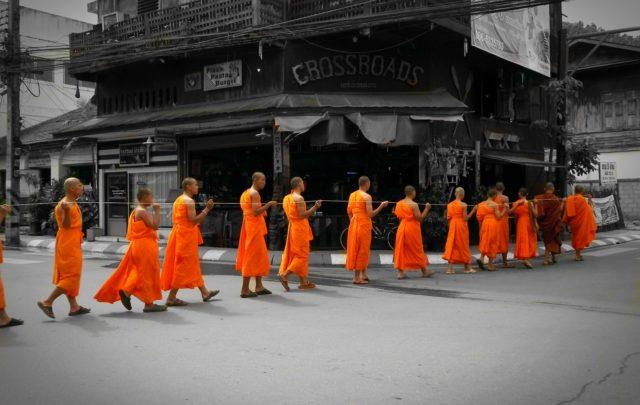 Viajar al Sudeste asiatico - monjes budistas