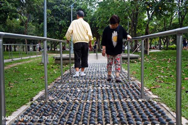 Curiosidades de Taiwán: masaje de pies en parque