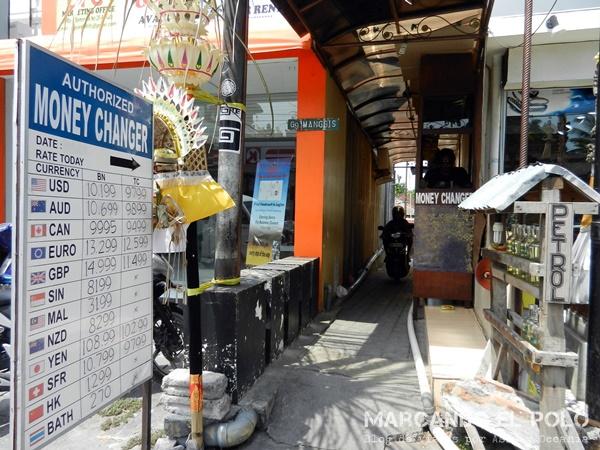 Dudosa casa de cambio en Bali.