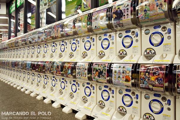Viajar a Japón: máquina de muñecos