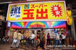 Supermercado luminoso en Osaka, Japón