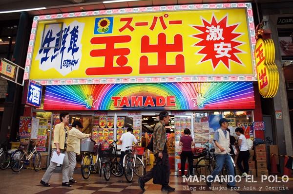La puerta del supermercado nos recuerda que estamos en Japón