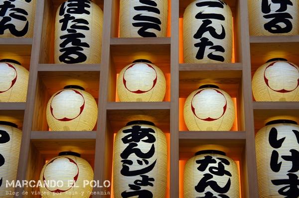 Primeras impresiones viajar a Japón - lámparas Osaka