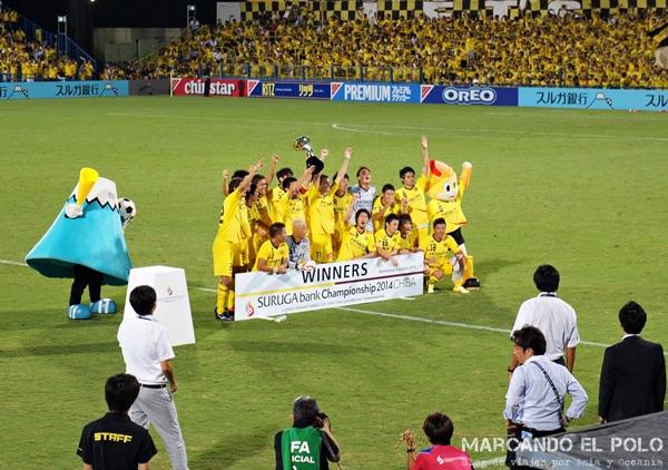 Monte Fuji y Pelo de Dragon Ball Z festejan el título con los jugadores