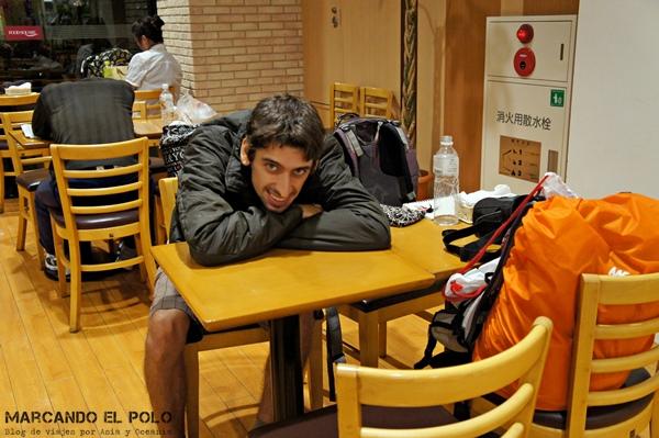 El comedor del supermercado no está mal par unas horitas de sueño