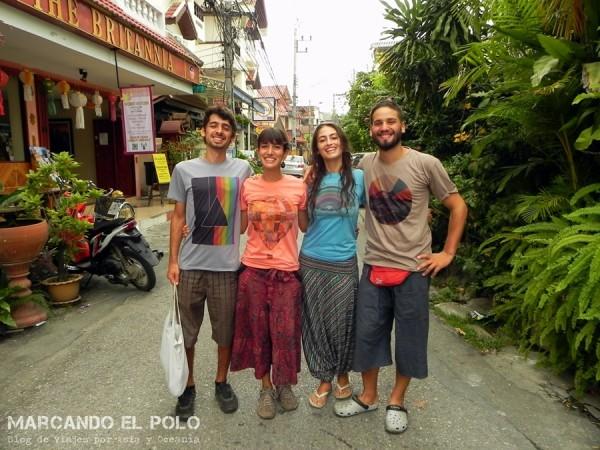 Con Lau y Álvaro en Chiang Mai, donde sellamos nuestra amistad (?) comprándonos todos una remera con el mismo estilo.