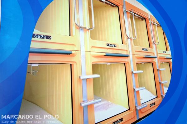 Viajar barato a Japón - hotel cápsula