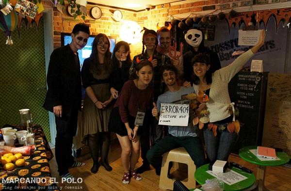Los semi-instalados del hostel de Seúl festejando Halloween