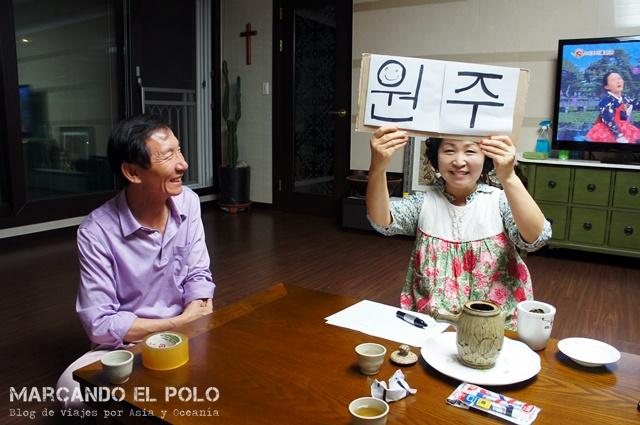 Cartel viajar a dedo Corea