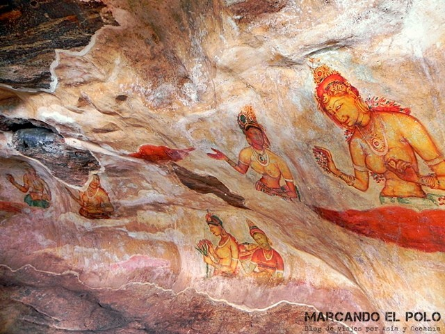 Frescos en el interior de la Roca del León