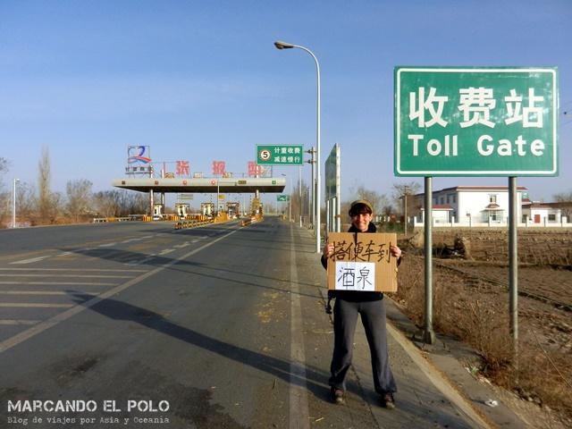 Acá tenés que llegar, a la entrada de la autopista.