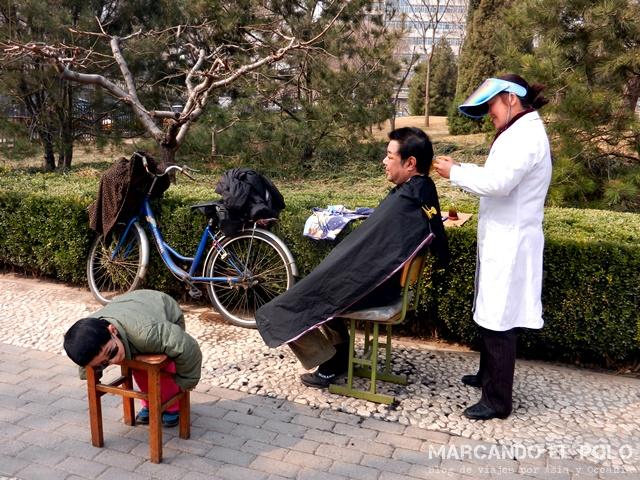 Consejos planear viaje por China - Peluqueria callejera