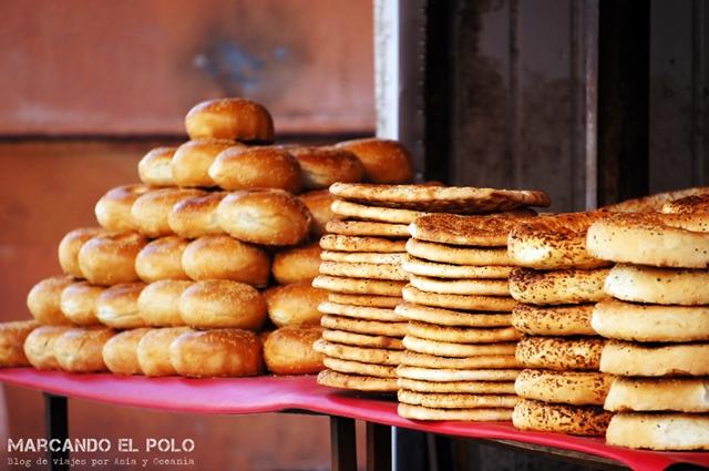 El olor a pan recién horneado aromatiza las calles
