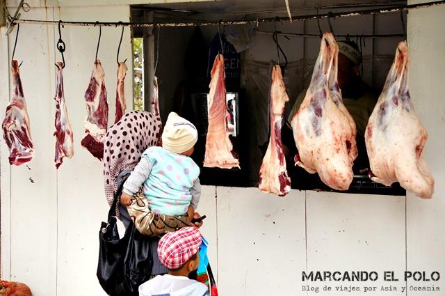 Carnicería en el mercado de Arslanbob