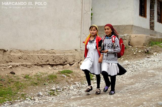 Nenas volviendo de la escuela