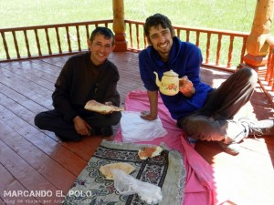 Viajar a Tayikistan - invitados a tomar te
