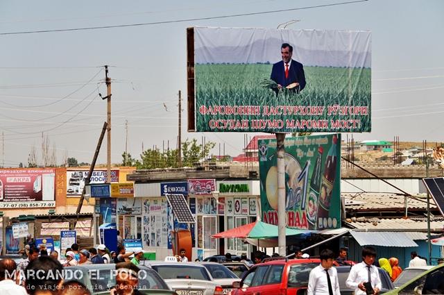 Viajar-a-Tayikistan-poster-Rahmon