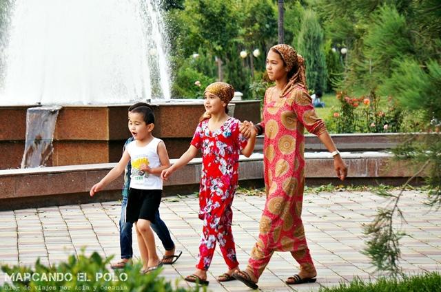 Viajar-a-Tayikistan-vestimenta-chicas