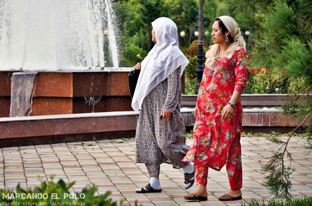Viajar-a-Tayikistan-vestimenta-mujeres