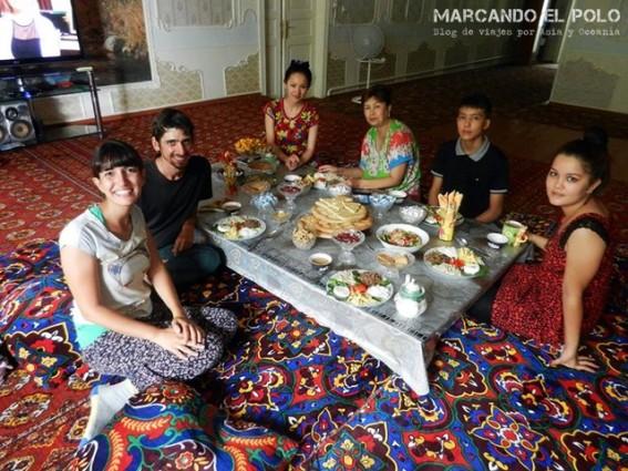 En Nukus, capital de Karakalpakstan, nos estaba esperando Davlet y su familia.