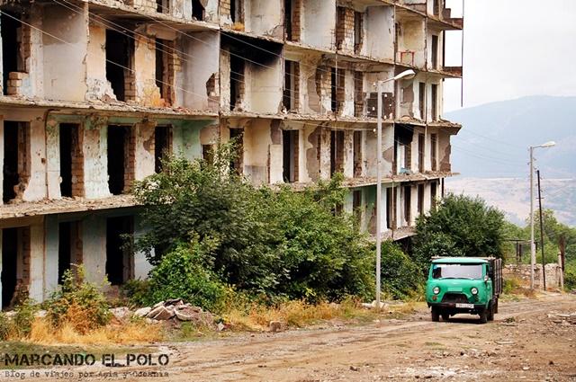 Muchos pueblos siguen dilapidados por la guerra