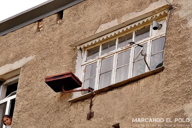 De jingalov hat sólo no viven los karabajis. A falta de balcón, el ingenio prima y las parrillas colgantes aparecen