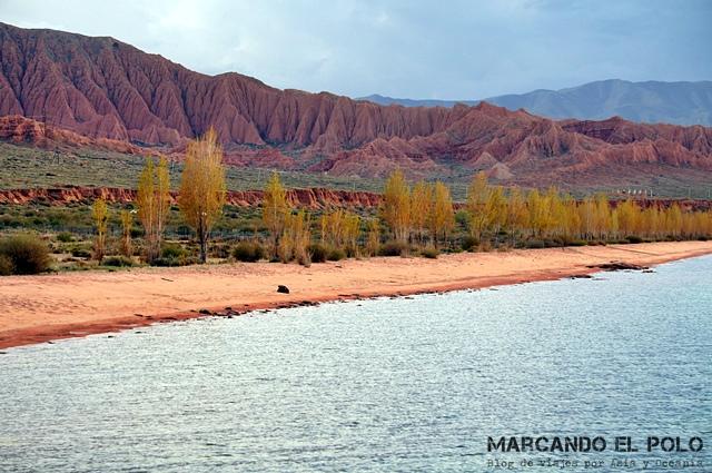 Itinerario-viajar-a-Kirguistan-Ruta-Sur-lago-Issyk-kul