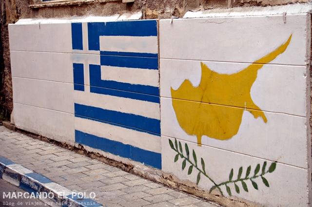 Del otro lado de la línea, la bandera greiga y la chipriota juntas