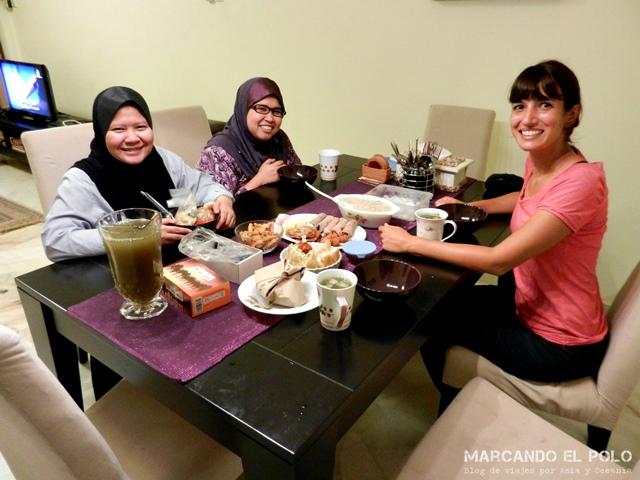 Con Liana, quien nos abrió las puertas en Kuala Lumpur