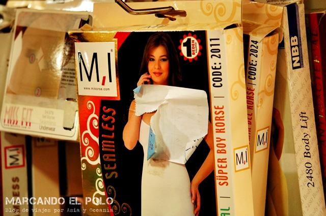 Las cajas de ropa interior femenina (importada) son demasiado provocativas para dejarlas al descubierto