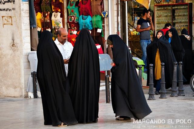 En Qom, una de las ciudades más sagradas de Irán, la mayoría de las mujeres usan chador.